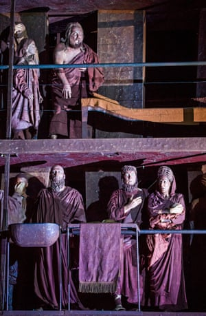 A scene from Oedipe, with Sarah Connolly bottom right, as Jocaste and John Tomlinson as Tirésias, above.