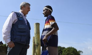 Filippo Grandi talks with a Rohingya man in Bangladesh's Kutupalong refugee camp.