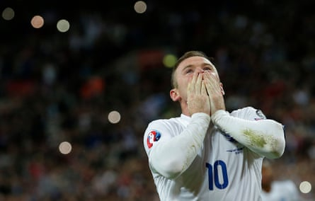 Wayne Rooney celebrates after scoring the penalty