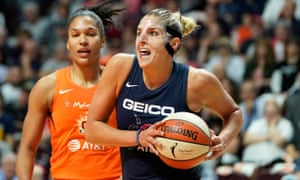 Elena Delle Donne drives the ball to the basket during Sunday's game