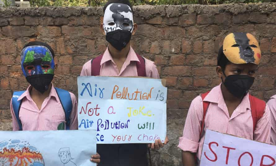 Schoolchildren protest outside the Indian environment ministry against alarming levels of pollution in Delhi.