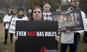 A protest near the White House calls for an independent investigation into the attack on an MSF hospital in Kunduz.