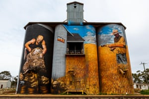 The Weethalle grain silos, built in 1930, were painted by Melbourne artist Heesco Khosnaran as a tribute to the rich agricultural heritage of Weethalle and the surrounding region. They portray a shearer, a grain farmer and a small flock of sheep keeping a watchful eye over the land.