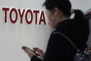 Toyota will stop production at its British and French plants earlier than scheduled due to Covid border closures.
