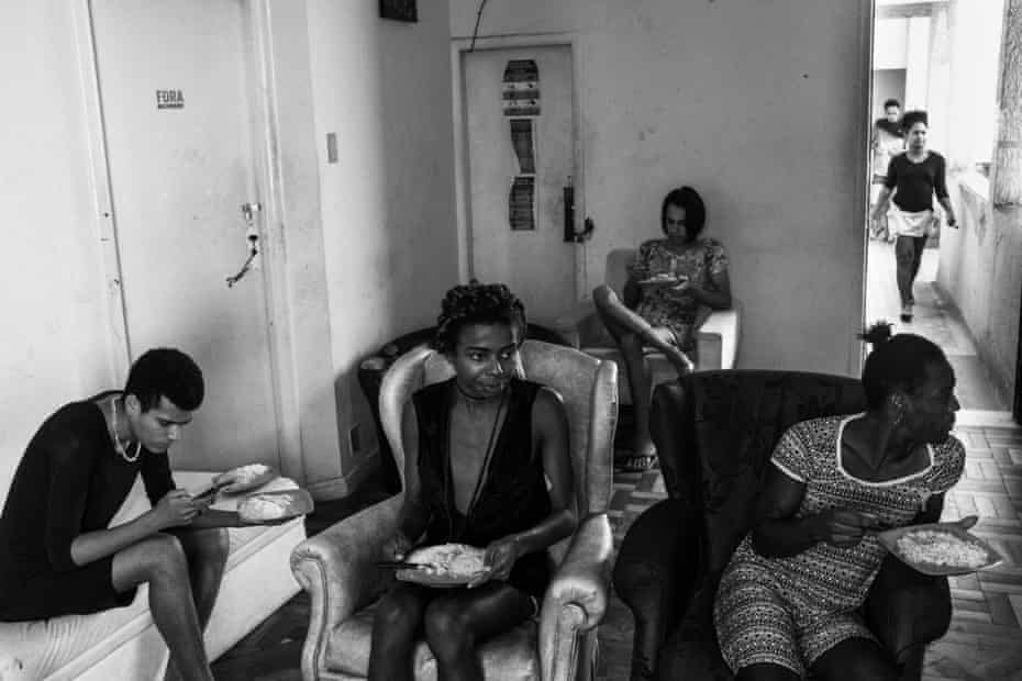 Residents of Casa Nem have lunch at the TV room.