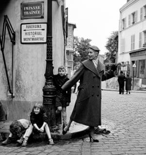 Prêt-à-porter, with kids on the kerb in Montmartre, Paris 1960