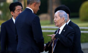 Obama, flanked by prime minister Shinzo Abe, talks to survivor Sunao Tsuboi.