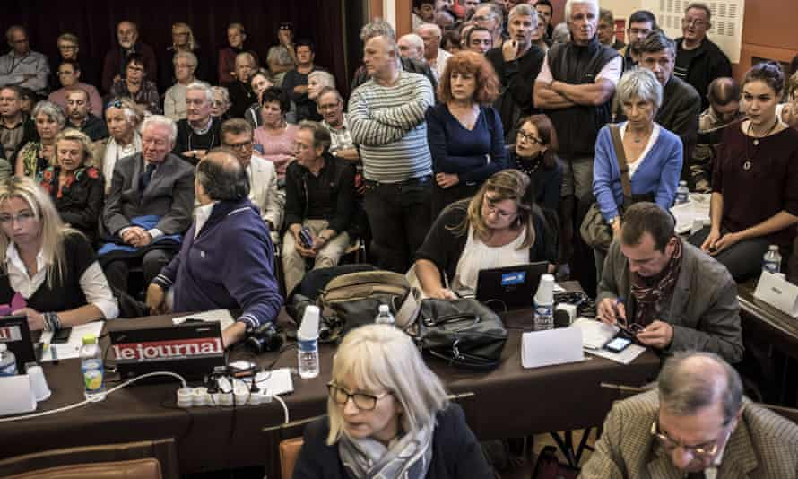 A city council meeting in Chalon-sur-Saône over the end of pork-free options in schools