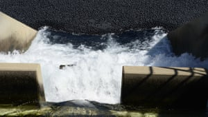 Los Angeles, US Black shade balls are released into a reservoir to help conserve water - the release of the final 20,000 of 96 million black shaded balls during a news conference at the LA Reservoir