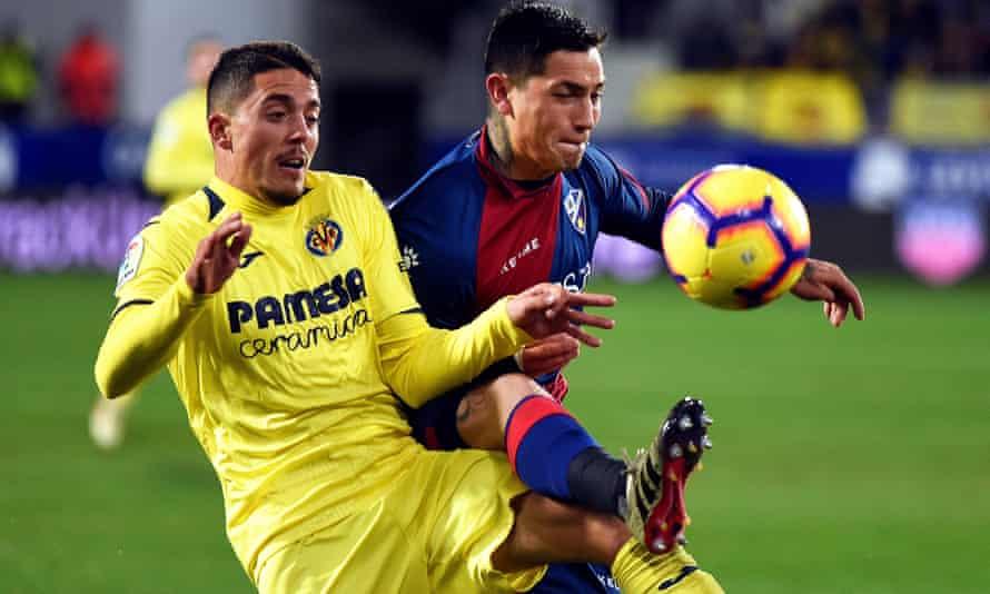 Villarreal midfielder Pablo Fornals in action with Huesca's Ezequiel Avila.