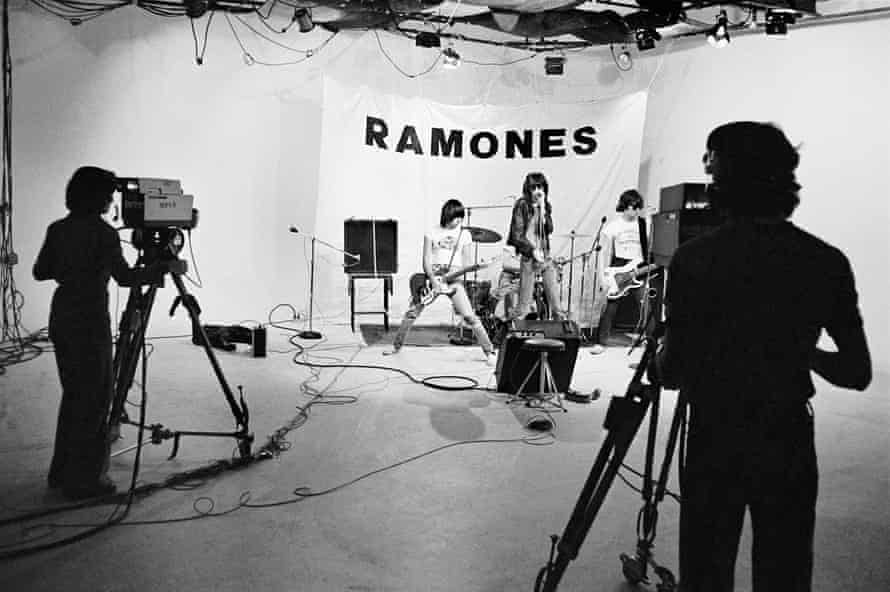 The band shoot their first video in early 1976.