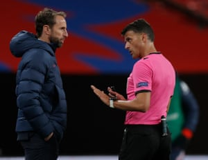 England Manager Gareth Southgate gets a talking to by referee Jesús Gil Manzano.