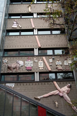 A mural on the wall of the Tageszeitung newspaper office depicting former Bild editor Kai Diekmann naked with a huge penis stretching the height of the building.