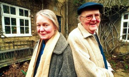 John Bayley with his wife, Iris Murdoch, in 1997.