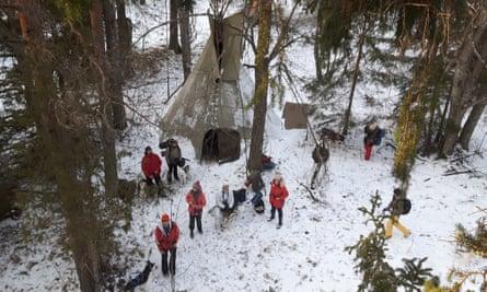 «trek nordique primitif» de deux jours en Estonie, séjour dans un tipi à Verbola