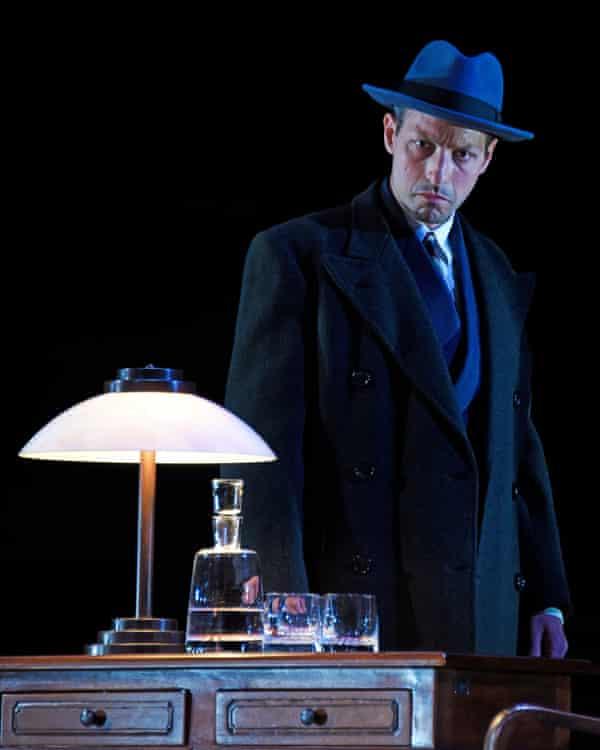 Arditti as Werner Heisenberg.