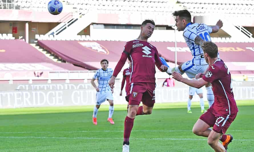 Lautaro Martínez heads the winner as Inter beat Torino to take a tight grip on Serie.
