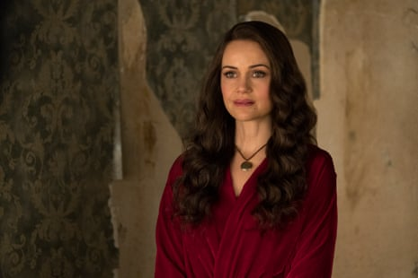 Carla Gugino in The Haunting of Hill House
