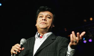 Juan Gabriel performing in Florida in 2004. He did not court English-speaking fans because he had such a large Latin following.