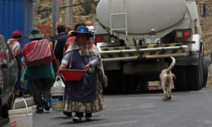 Bolivians in La Paz fetch water from a tanker truck provided by officials of the Bolivian public water company, Epsas.