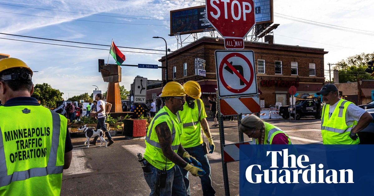 George Floyd Square: Minneapolis removes barricades for road reopening – video