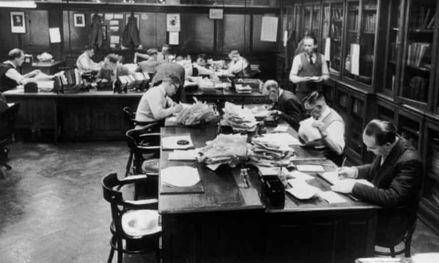 The subeditors' room at the offices of the Manchester Guardian in 1958.