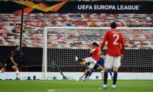 Goal for Edinson Cavani!