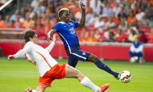 Gyasi Zardes, right, scores the 1-1 goal as Daryl Janmaat tries to stop it.