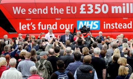 Boris Johnson and Gisela Stuart by the leave campaign bus