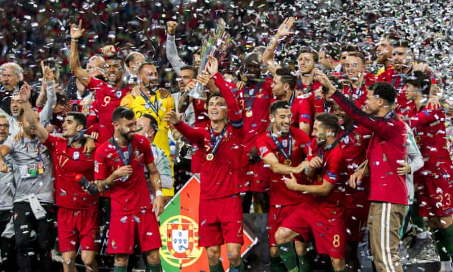 The players of Portugal celebrate their victory.