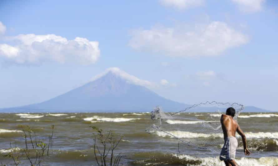 lake nicaragua ometepe