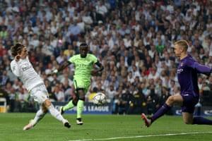 Modric shoots.
