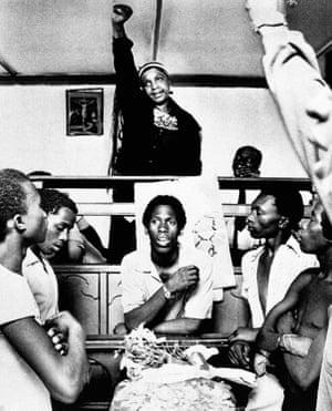 Winnie Mandela giving the black power salute in 1985