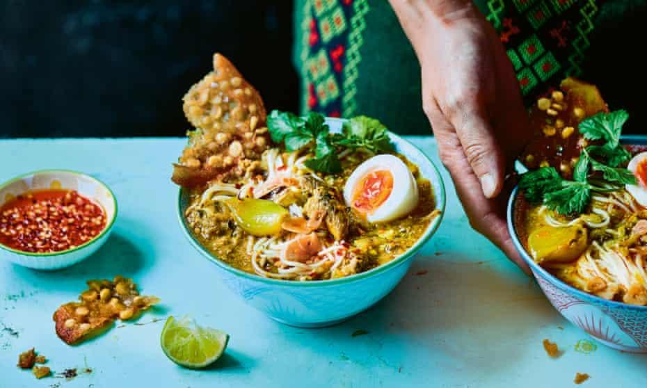 Mohinga and pe kyaw – aromatic fish noodle soup and chana dal crackers.