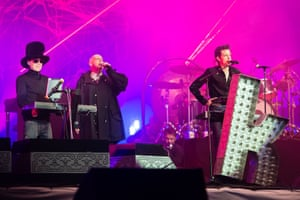 The Pet Shop Boys join the Killers on stage.