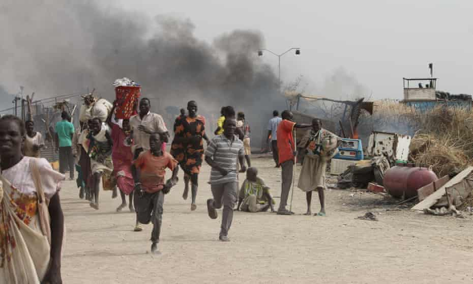 South Sudanese civilians flee fighting in an UN base in the north-eastern town of Malakal on 18 February 2016.