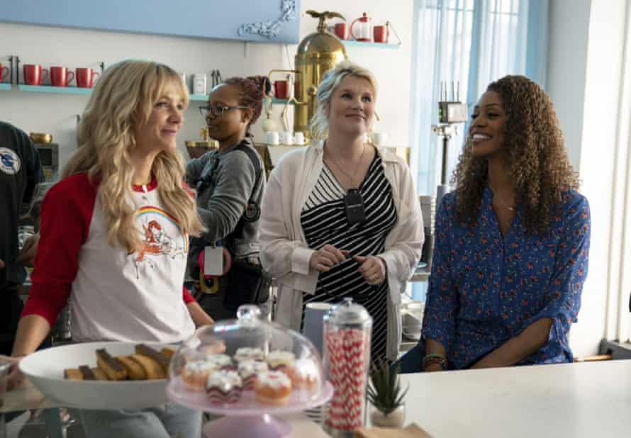Carey Mulligan, Emerald Fennell and Laverne Cox on set
