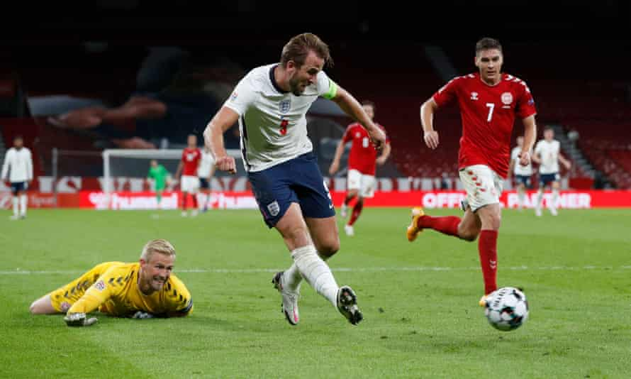 Harry Kane shoots at goal in injury-time after rounding Kasper Schmeichel
