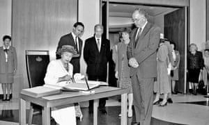The Queen signs the visitors' book at Parliament House