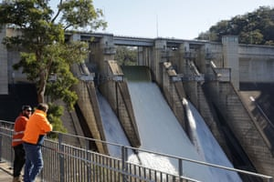 The NSW government is proposing to raise the dam wall by 17 metres to reduce the risk of flooding in the Hawkesbury-Nepean Valley