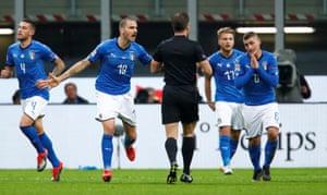 Leonardo Bonucci (centre) and and Marco Verratti (right) remonstrate with the referee.