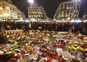 Hundreds of people come together this evening at the Place de la Bourse to continue mourning, following the bomb attacks