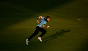 Tom Curran runs up to bowl.