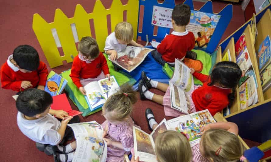 Primary schoolchildren reading in a classroom