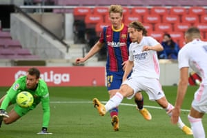 Real Madrid's midfielder Luka Modric fires home their third.