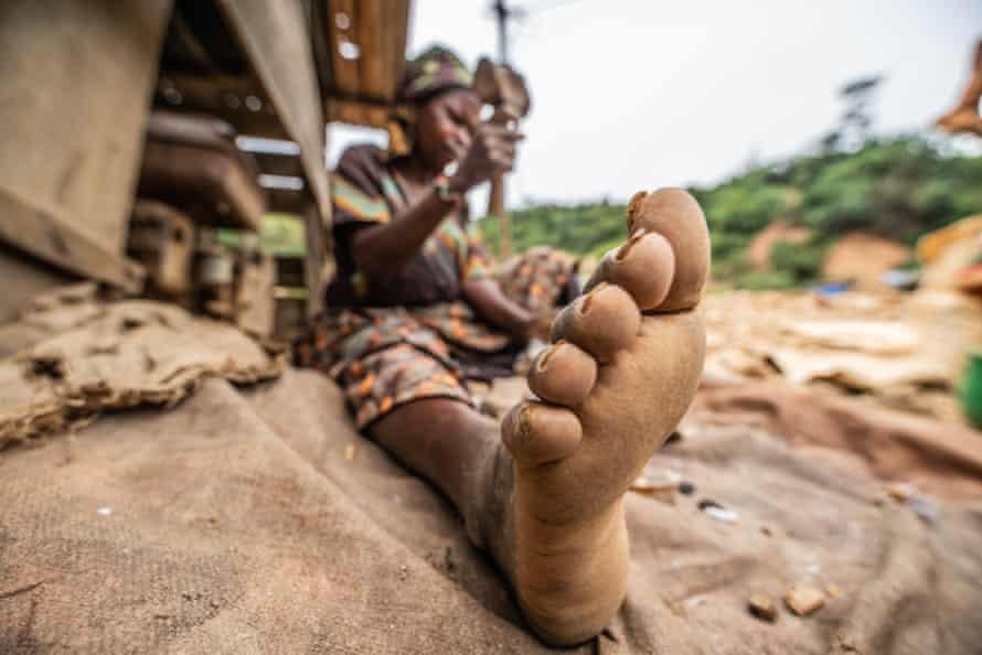 A woman miner in Kamituga.