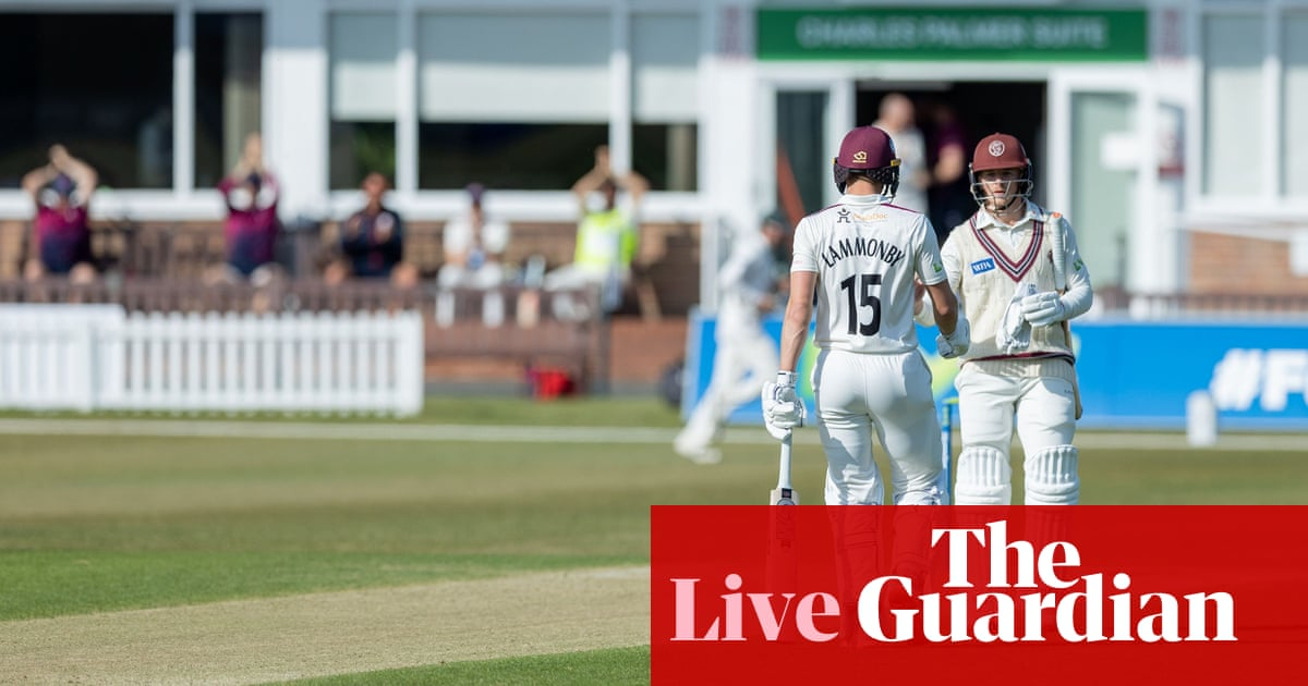 Somerset see off Leics, Surrey sunk by Middlesex: county cricket – as it happened