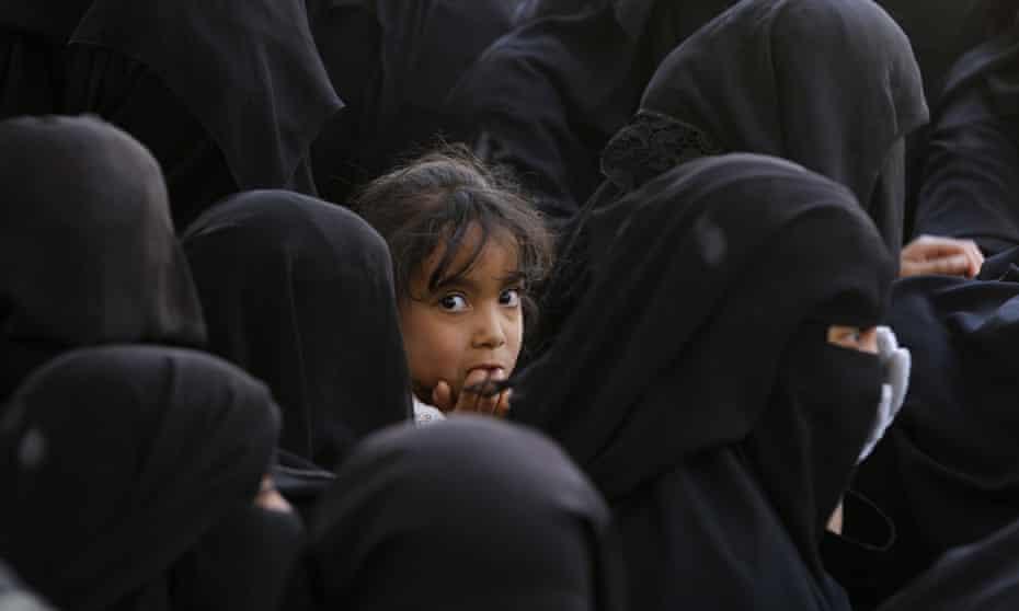 Yemeni women wait to receive food supplies