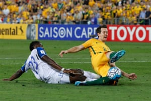 Kruse is brought down by Johnny Palacios in the closing minutes earning Australia a clear second penalty.