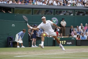 Roger Federer gets ready to slash a forehand back to Marin Cilic.